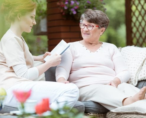 24-stunden-pflege mit seniorin