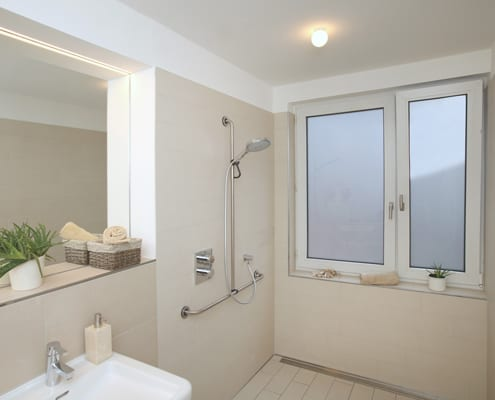 barrierefreie Dusche im Badezimmer