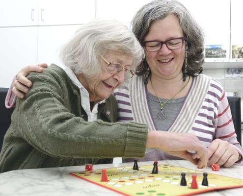 Seniorin in der Demenzpflege