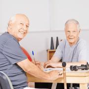 Senioren suchen Pflegehilfsmittel