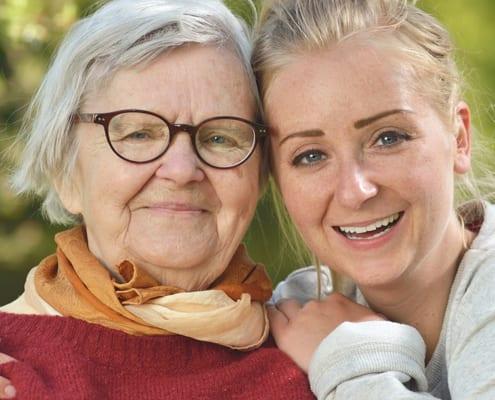 polnische Pflegekraft mit Patientin
