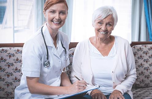 Pflegebedürftige während Begutachtung durch den MDK