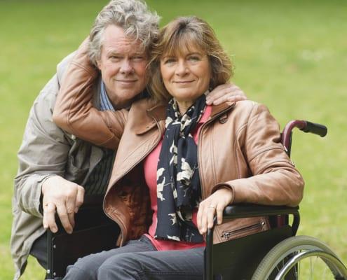 Multiple-Sklerose-Patientin im Rollstuhl