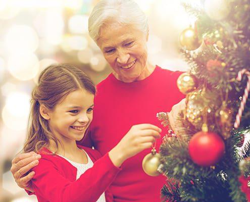 Enkelin bei der Pflege von Angehörigen