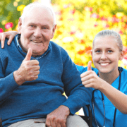 legale polnische Pflegekraft mit Senior