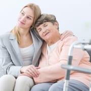 Frau hat Familienpflegezeit für Angehörige beantragt