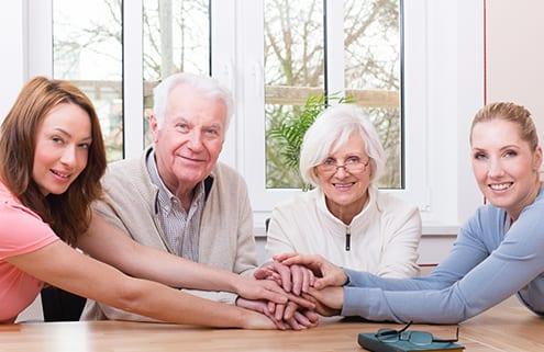 Familie beschließt Zusammenarbeit mit Pflegeagentur