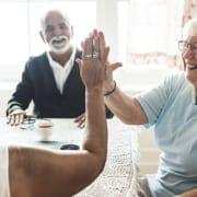 Familie freut sich über Leistungen aus Pflegezeitgesetz