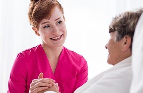 24-Stunden-Pflegekraft mit demenzkranker Dame