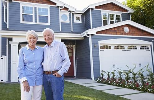 Senioren nutzen Immobilie für Leibrente