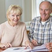 Senioren berechnen ob eine Pflegezusatzversicherung sinnvoll ist