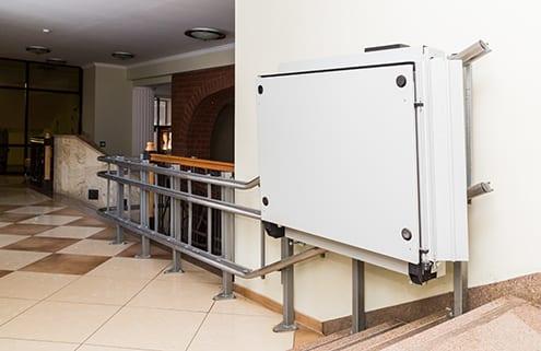 Plattform-Treppenlift für Rollstuhlfahrer